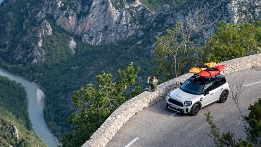 Удовольствие от управления, созданное природой: на MINI Cooper SE Countryman ALL4 к Гранд-Каньону Франции.